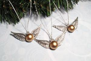 winged_ball_christmas_ornaments_inspired_by_harry_potter_golden_snitch_815a50d9