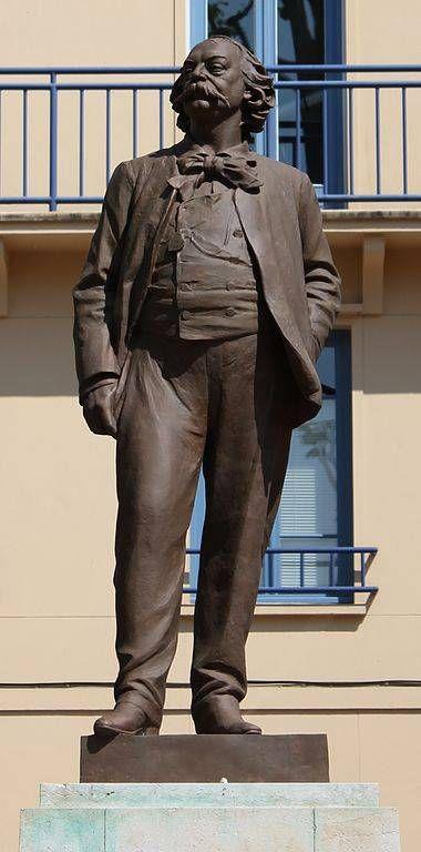 Rouen_-_Statue_de_Gustave_Flaubert_-_Léopold_Bernstamm_-_02