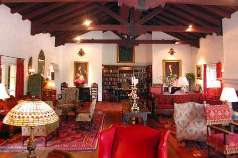 Photo of the library in the Arizona Inn