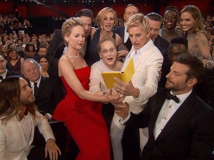 Oscar book-selfie