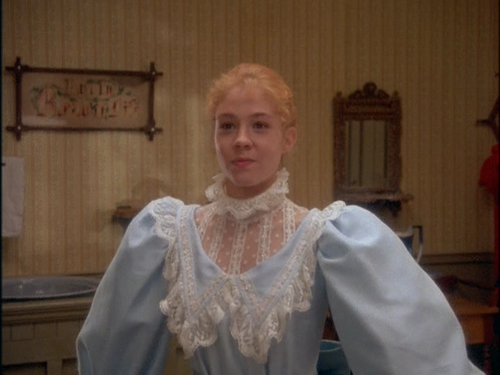 anne shirley puffed sleeves