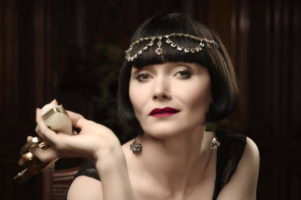 Miss Phryne Fisher is the coolest lady detective around and here's how to dress like her for Halloween.