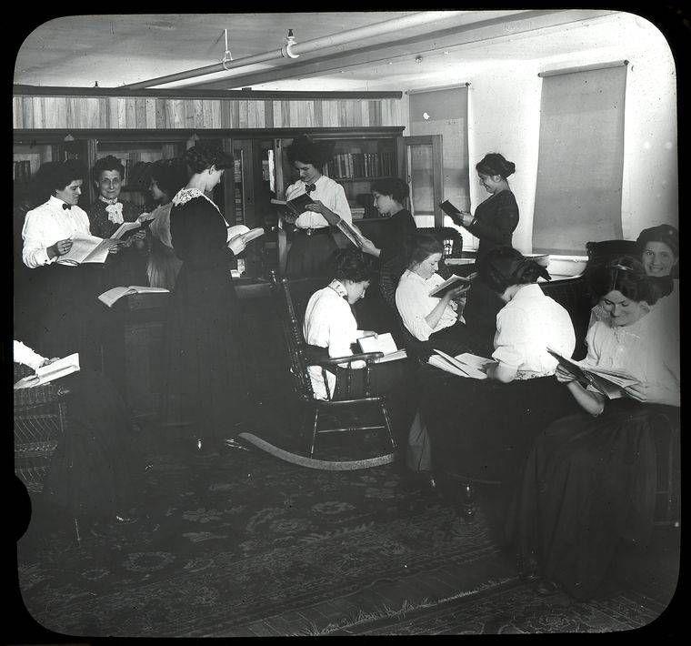 Women reading, April 30, 1910, Siegel-Cooper Company. - Lewis Wickes Hine