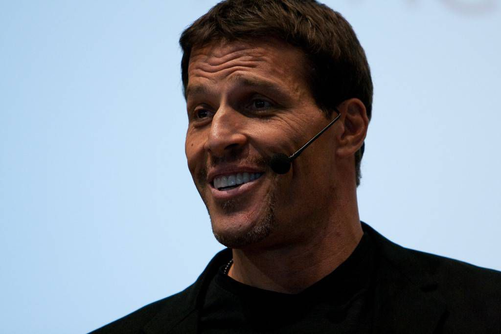 """Tony Robbins - 140tc"" by Randy Stewart is licensed under CC BY-SA 2.0."