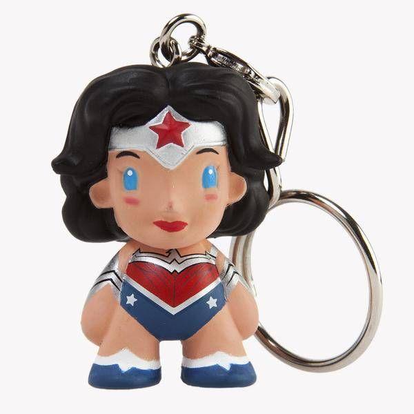 dc-universe-wonder-woman-1-5-keychain