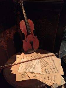 Holmes violin! Except not really I guess! It's super confusing!