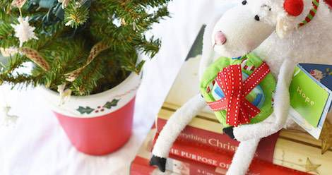 5 Bookish Christmas Eve Traditions to Start This Year