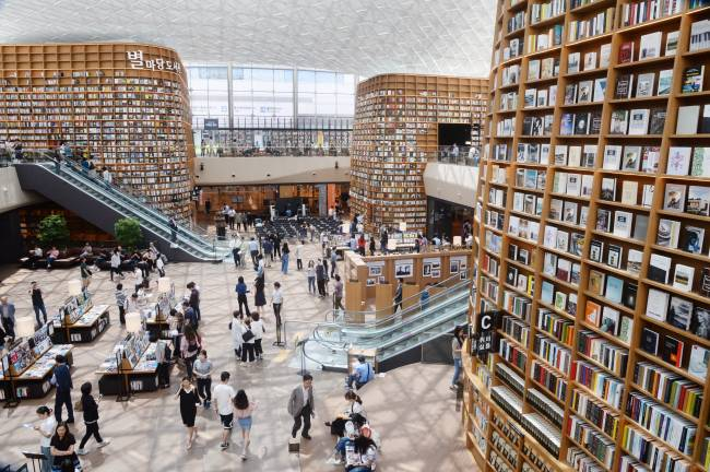 Cool Bookish Places Starfield Library In Seoul South Korea