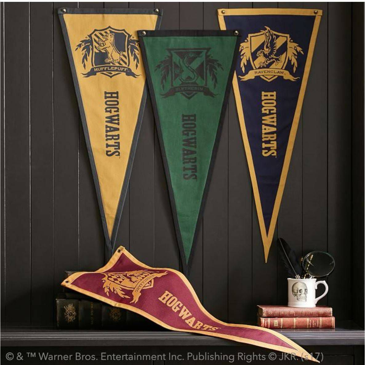 harry potter hogwarts pennant