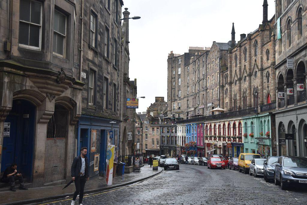 Victoria Street aka Diagon Alley in Edinburgh