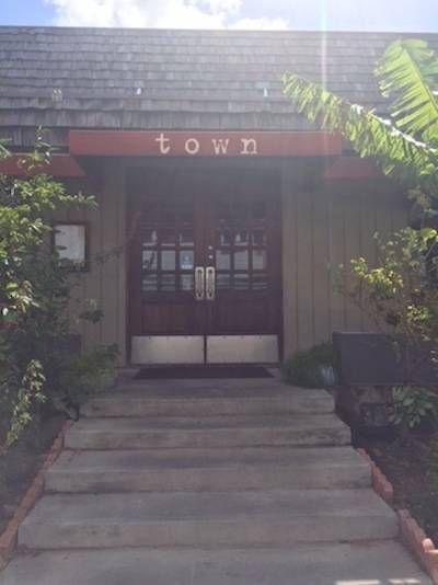 Town-restaurant-Honolulu-O'ahu