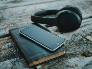 Why I Listen to Music While I Read | BookRiot.com
