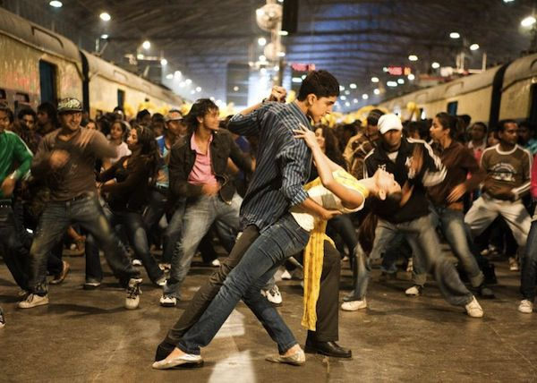 Scene from Slumdog Millionaire in 10 Movies You Didn't Know Were Based on Books | BookRiot.com