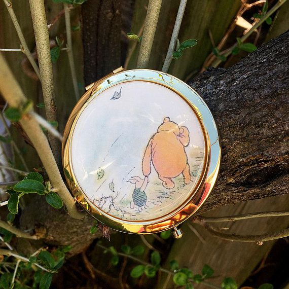 Compact mirror with color Pooh and Piglet illustration