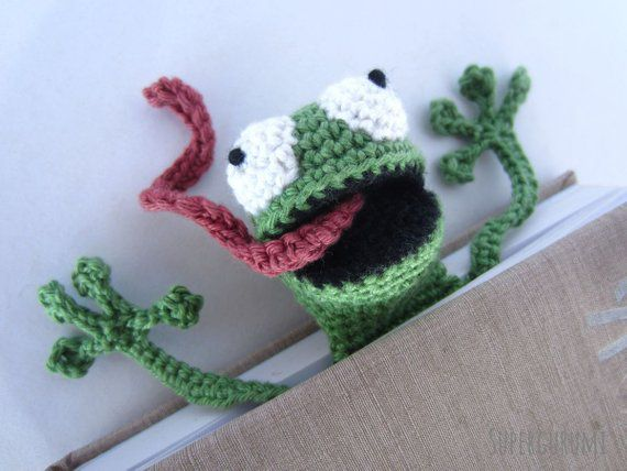 amigurumi frog bookmark
