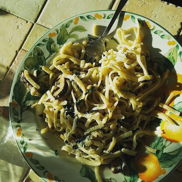 lemony arugula spaghetti cacio e pepe
