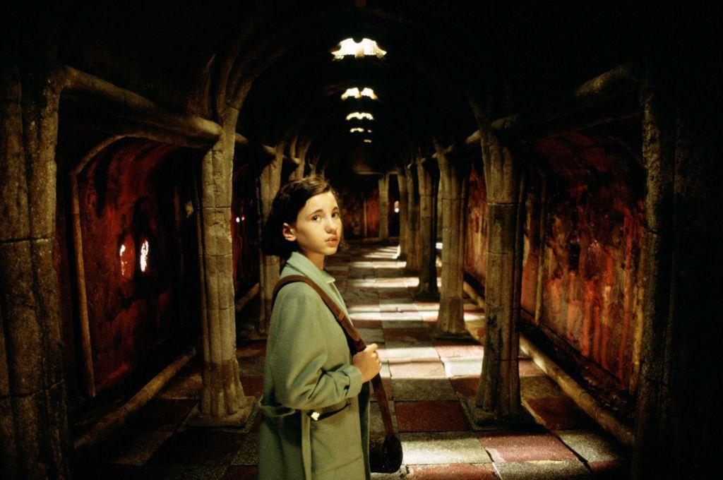 pan's labyrinth still ofelia in hallway guillermo del toro