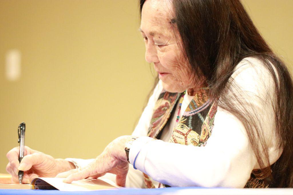 Jeanne Wakatsuki Houston autographs her classic story
