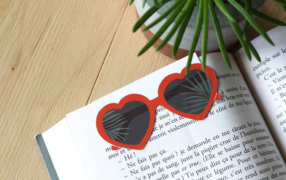 Heart-shaped sunglasses magnetic bookmark