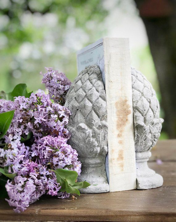 Concrete pineapple bookends