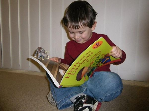7 Dinosaur Books For Preschoolers: Bring The Dinosaurs Back