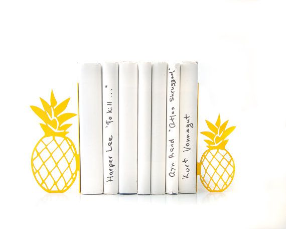 Metal pineapple bookends