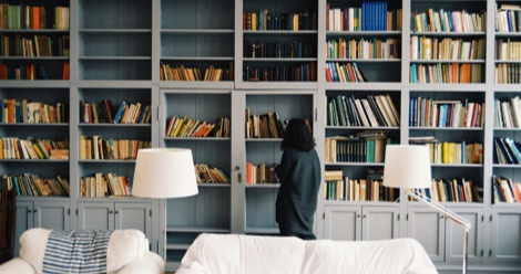 How to Decorate A Bookshelf: 5 Fun And Creative Tips
