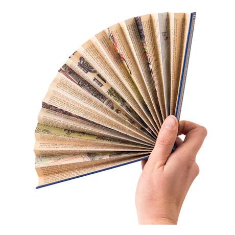Abanico de papel hecho de páginas de libros