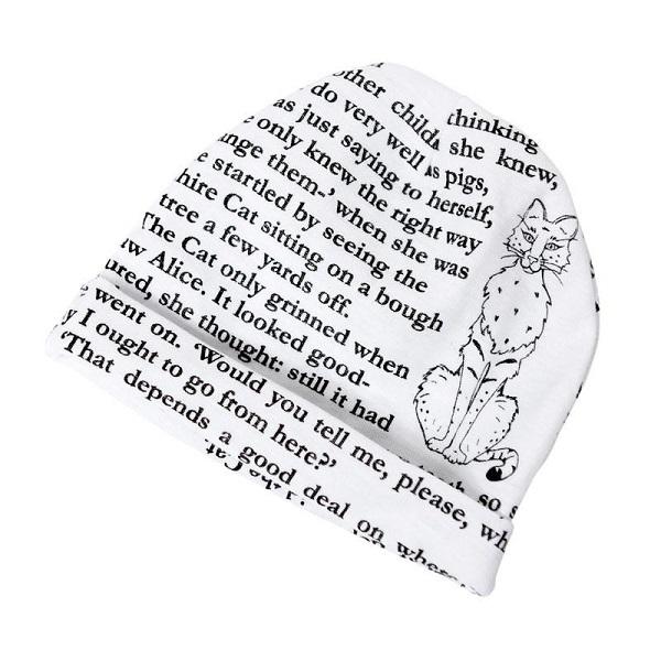 Gorro de bebé blanco con texto de libro de cuentos