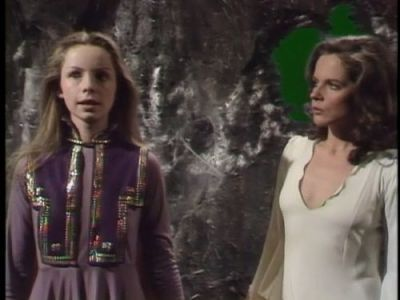 Books your favorite doctor who companions are reading: Romana