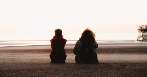kids talking with their backs to the camera on the beach feature 470x248