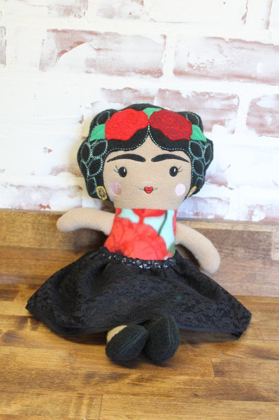 picture-of-frida-kahlo-doll