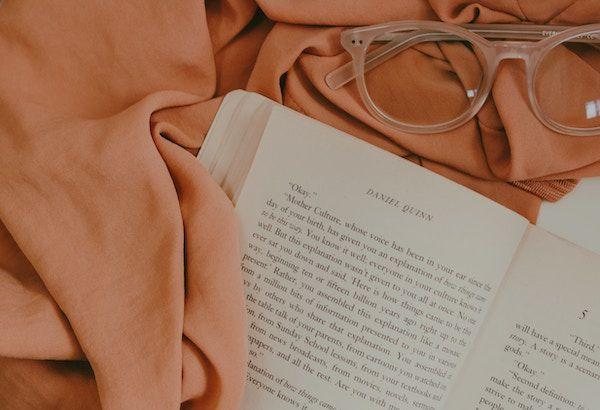 book-glasses-fabric