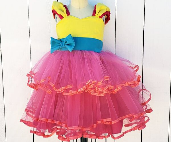 Fancy Nancy Dress from Bookish Etsy Costumes | bookriot.com