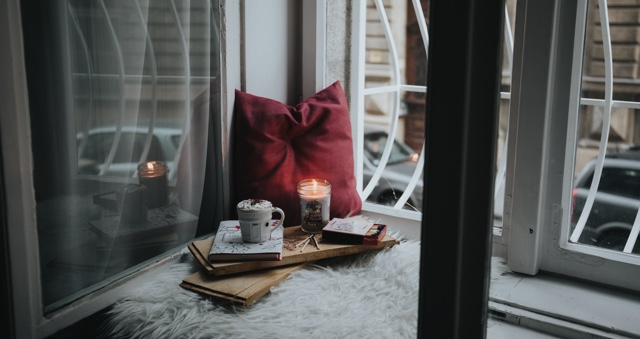 How to Make Your Holiday Reading Extra Cozy