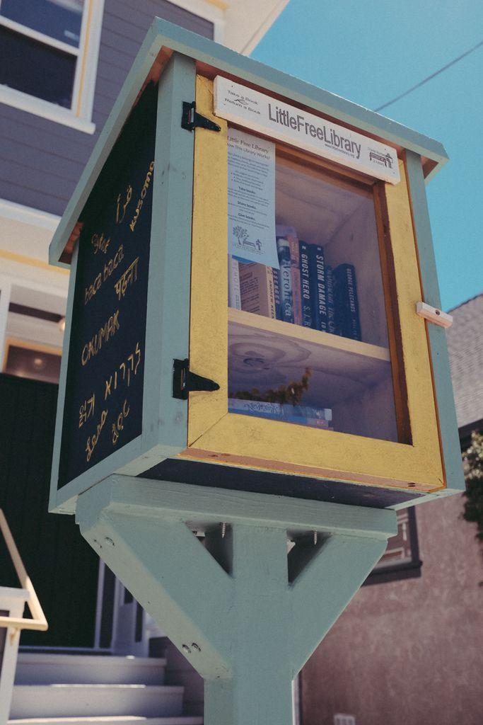 https://unsplash.com/photos/9KVEC-R8gFM little free library