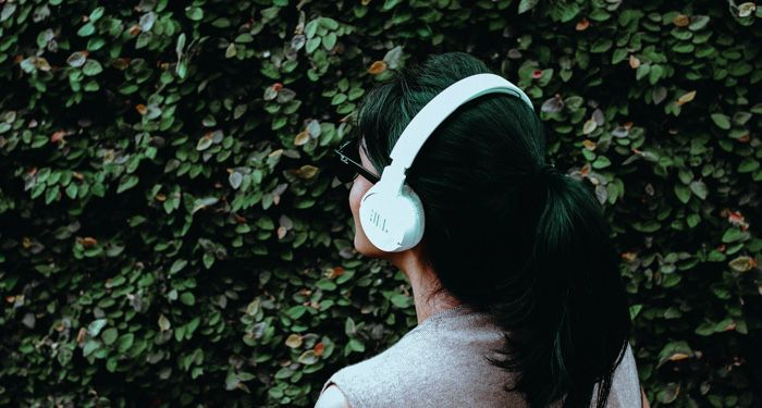 audiobooks headphones feature 700x375 2.jpg.optimal