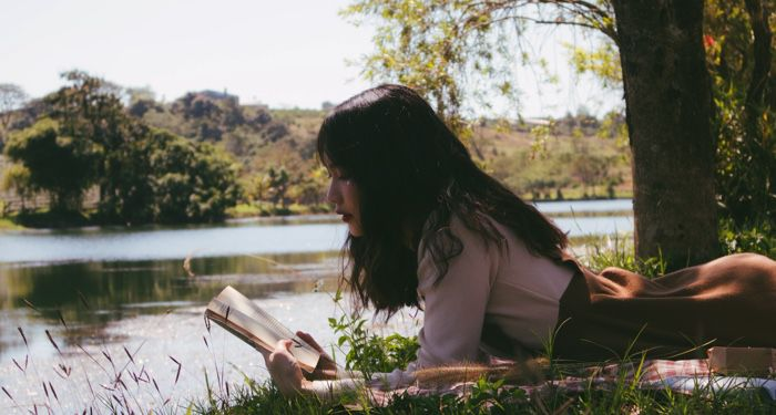 teen reading outdoors for ya books