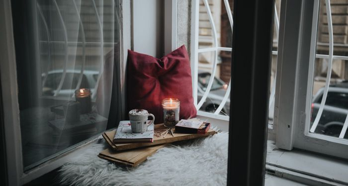 cozy reading nook with book feature 700x375 1.jpg.optimal