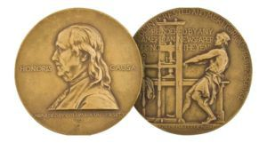 https://commons.wikimedia.org/wiki/Category:Pulitzer_Prize#/media/File:Pulitzer_Prizes_(medal).png