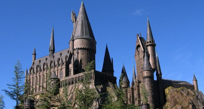 https://commons.wikimedia.org/wiki/Category:The_Wizarding_World_of_Harry_Potter#/media/File:Wizarding_World_of_Harry_Potter_Castle.jpg