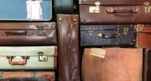 suitcases-travel-immigration https://unsplash.com/photos/IkjROahgUoo
