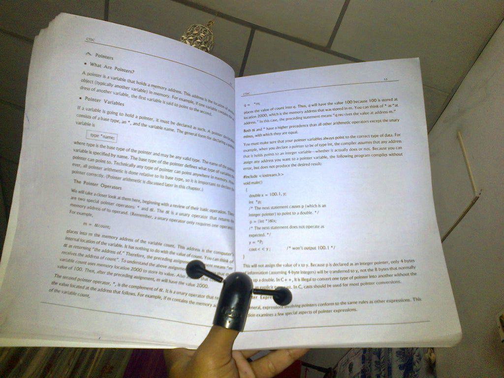 Porta-livros faça você mesmo com o polegar e cotovelo em PVC, fones de ouvido