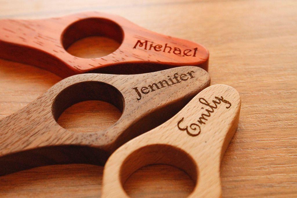 Porta-livros de madeira personalizados