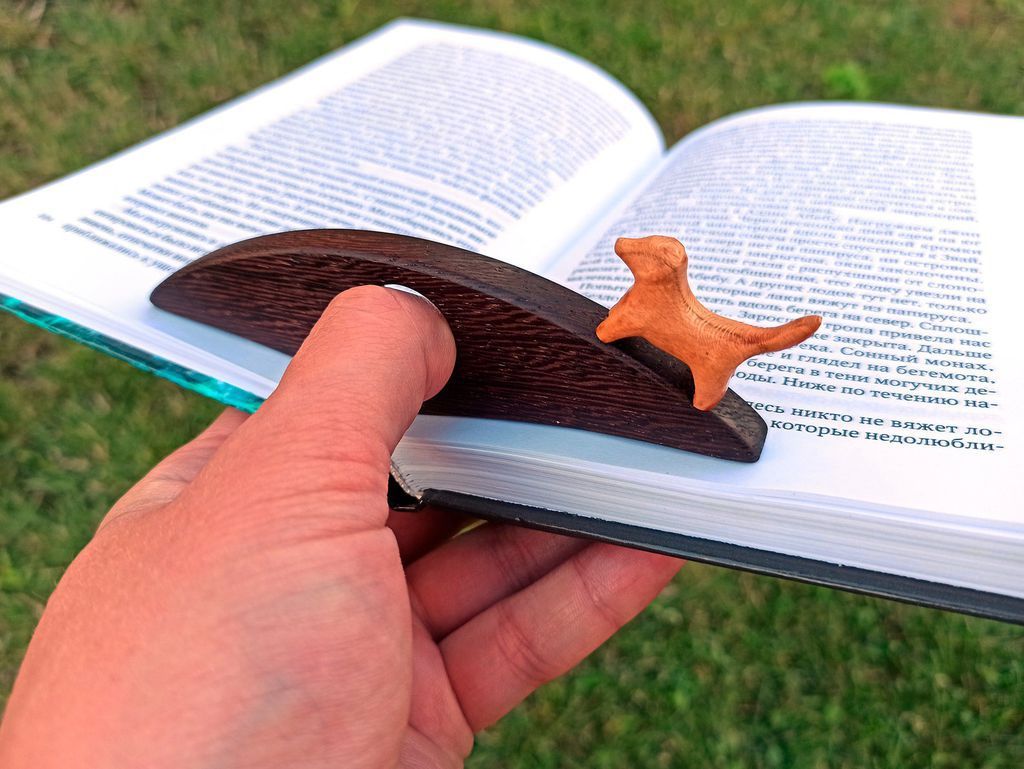 Wooden Thumb Book Holder with Dog