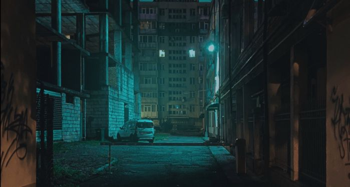 dark alleyway in the city for mysteries and thrillers