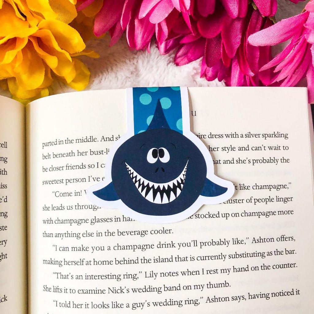 shark magnetic bookmark