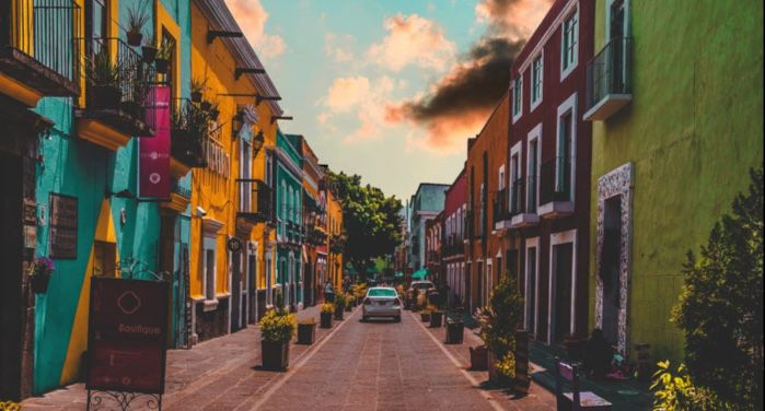 colorful street in Puebla, Mexico https://www.pexels.com/photo/colorful-painted-buildings-2388639/