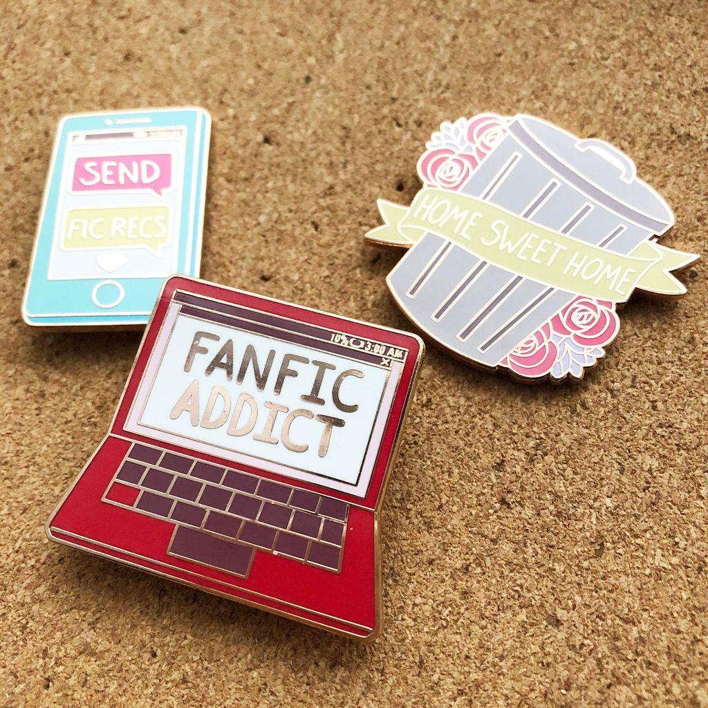 Fandom Life enamel pin set