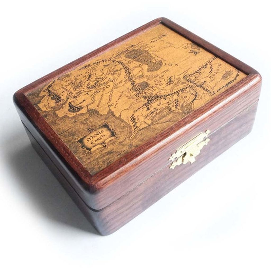 Wooden pipe box with Middle-earth map on lid